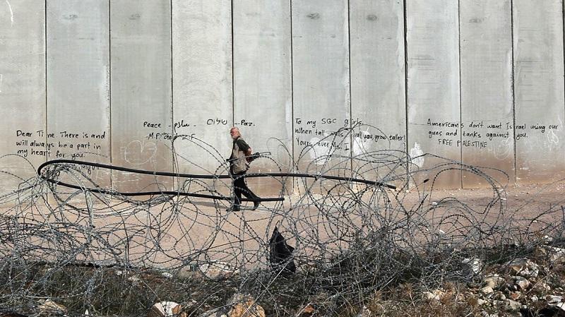 Koudelka fotografuje svatou zemi - Gilad Baram